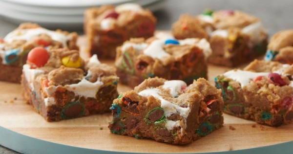 3-Ingredient Marshmallow M&M™ Cookie Bars