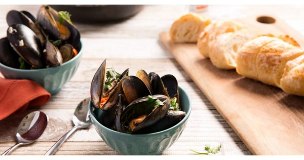 Fragrant Mussels in Coconut Broth