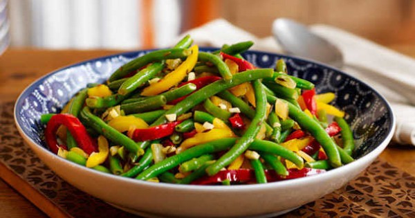 Green beans and mixed peppers with cumin