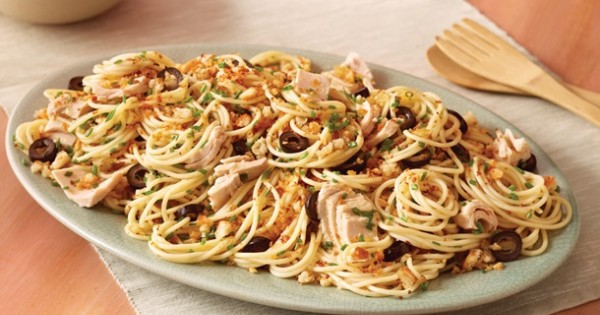 Garlic Spaghetti with Tuna and Olives