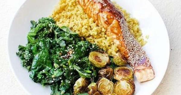 Gut-Healing Salmon & Cauliflower Rice Bowl