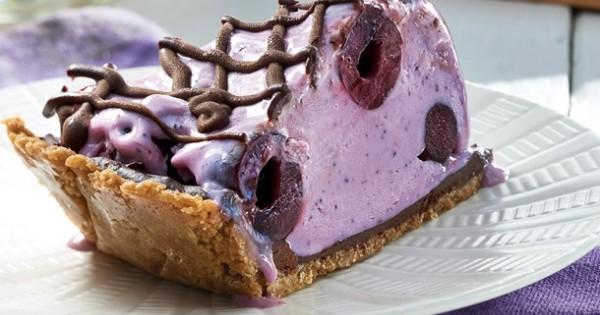 Chocolate on Cherry and Blueberry Frozen Yogourt Pie
