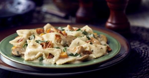 Chicken & Bacon Farfalle with Spinach & Mushrooms