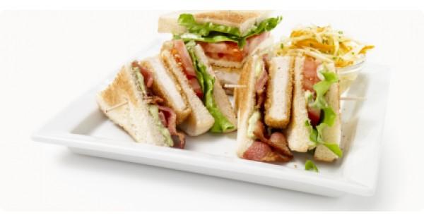 Chicken Club-Burger with Pesto