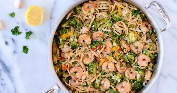 Shrimp with Garlic, White Wine and Linguini
