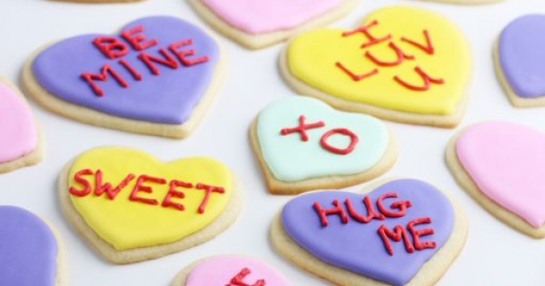How to Decorate Valentine's Day Conversation Heart Cookies