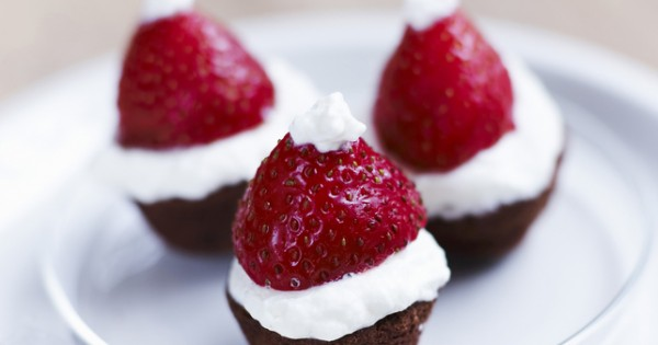 No-Bake Santa Hat Brownie Bites