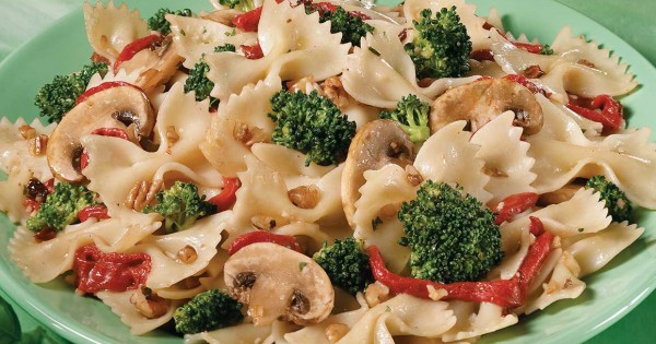 Pasta Salad with Nuts and Veggies