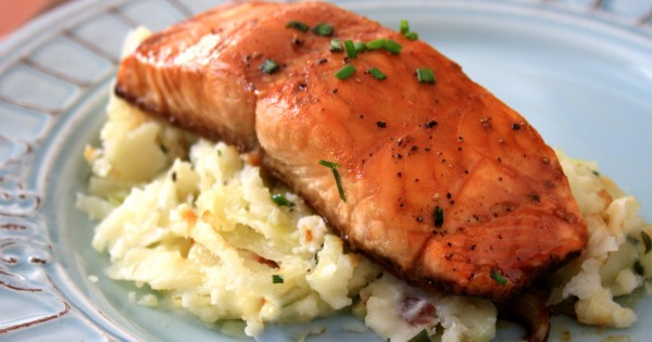 Molasses and soy glazed salmon – an easy way to eat more fish