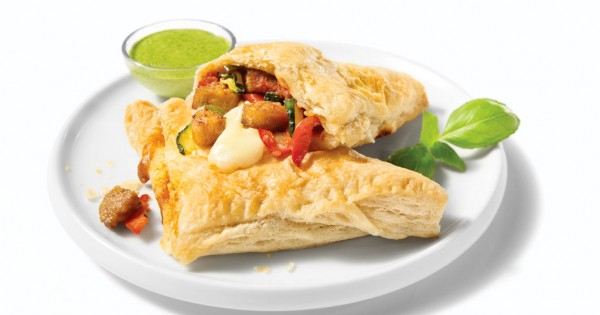 Mini puff pastries with Spicy Italian sausages and grilled vegetables