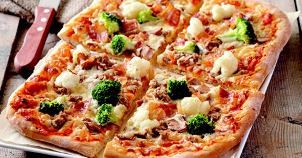 Tuna, vegetable and bacon pizza